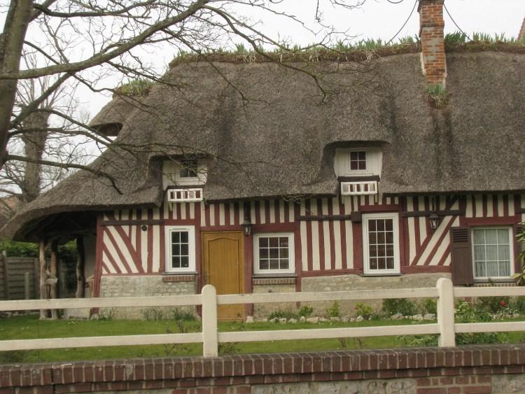 IMG_1344 Casa tradizionale normanna con tettp in paglia.jpg